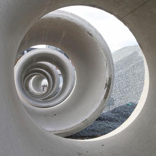 Abwasserrohr, Stimmungsbild für Projektmanagement, Projektsteuerung Infrastruktur, Erschließung, Baulandentwicklung